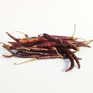 Whole dried Chile de Arbol